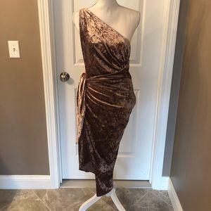 StyleStalker Velvet One Shoulder Dress
